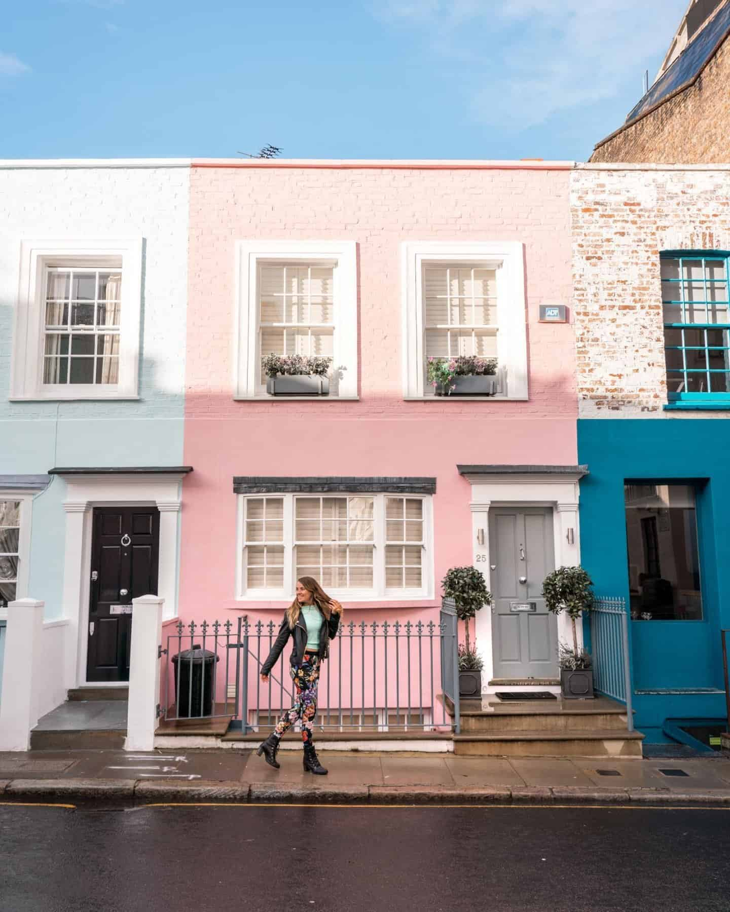 Uxbridge Street - instagrammable colorful houses in Notting Hill