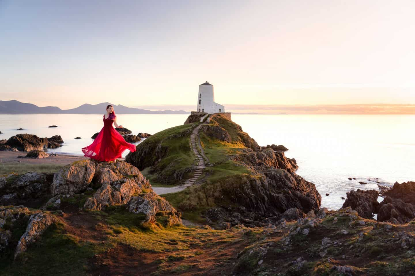 Not far from Snowdonia is one of the best place for photography in the Llanddwyn Lighthouse.
