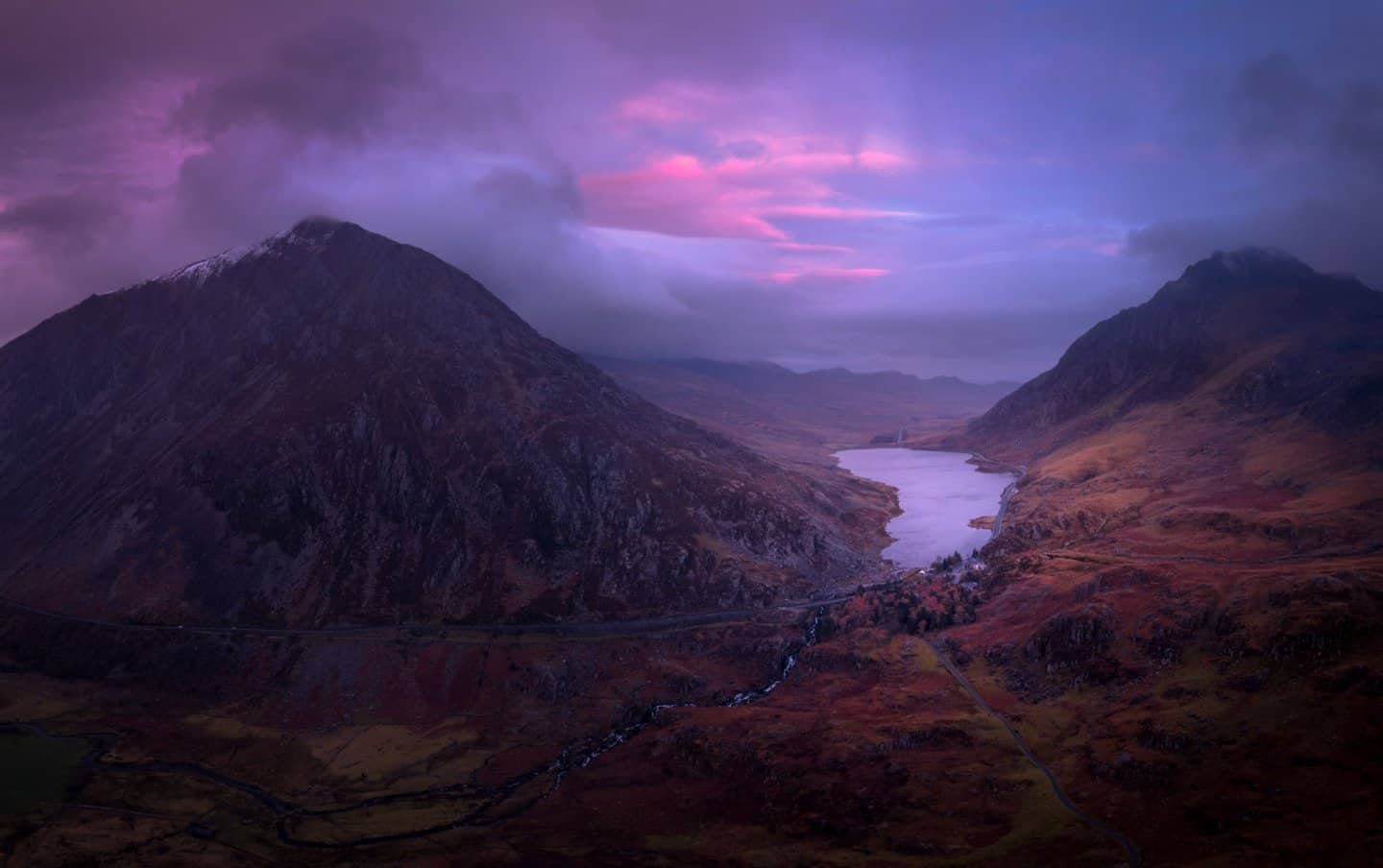 One of the best Snowdonia photography locationson every photographers list is Llyn Ogwen and the Ogwen Valley.