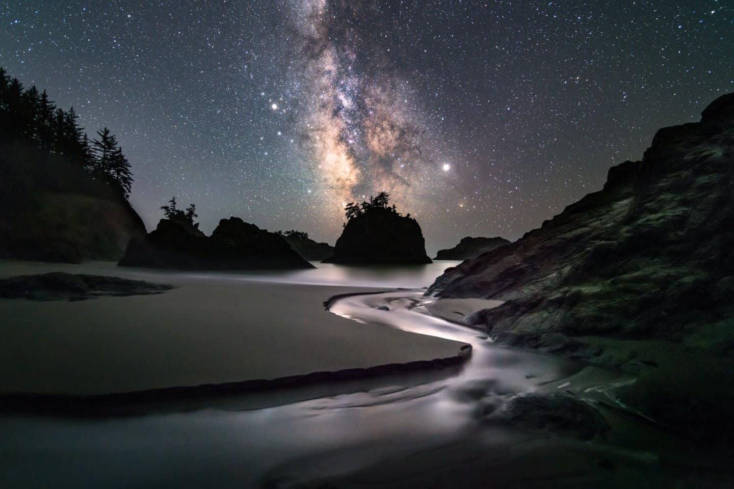 Read more about Secret Beach and other locations for night photography in this guide to Southern Oregon Coast Photography locations.