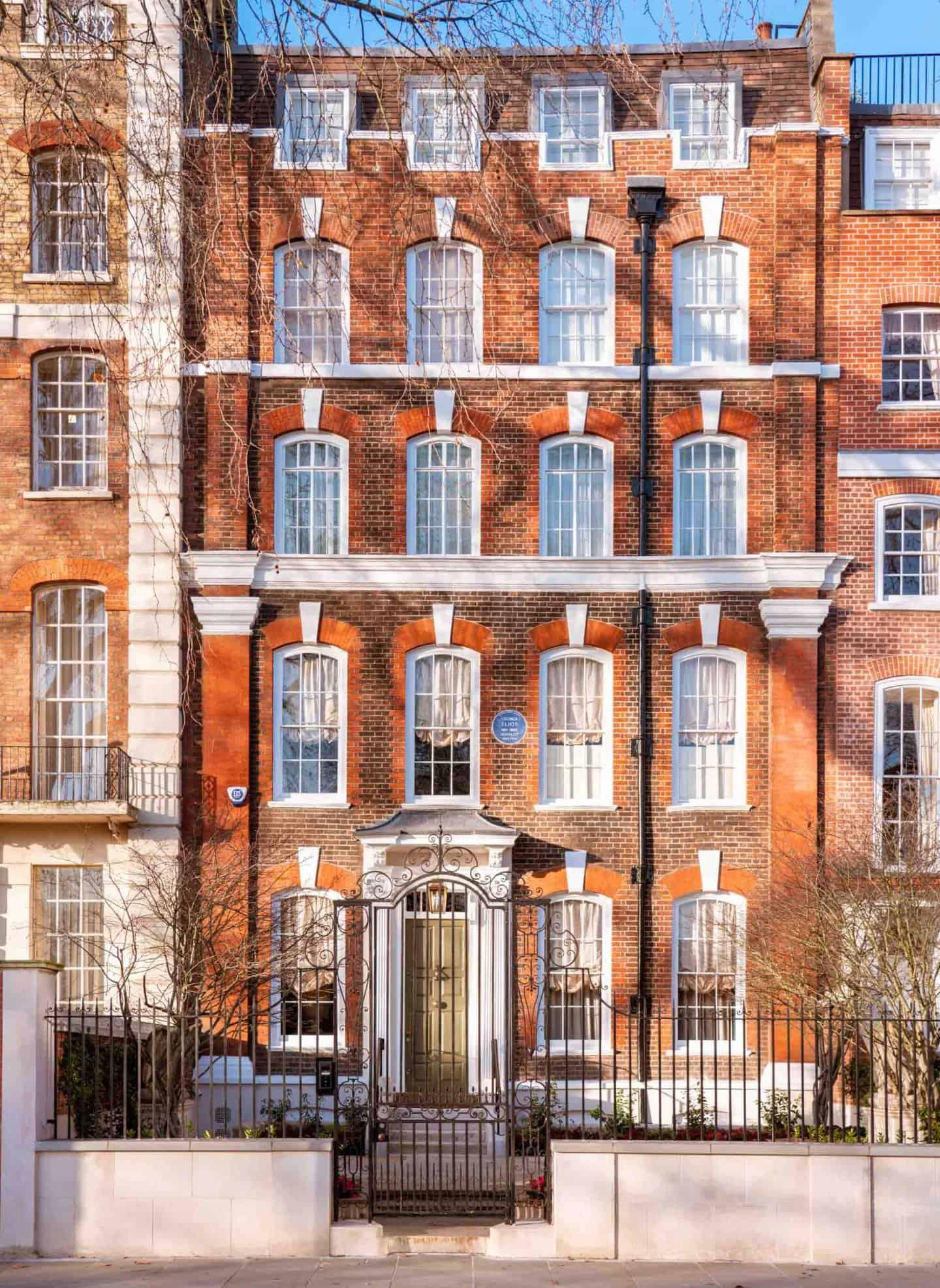 Cheyne Walk town house on famous London street
