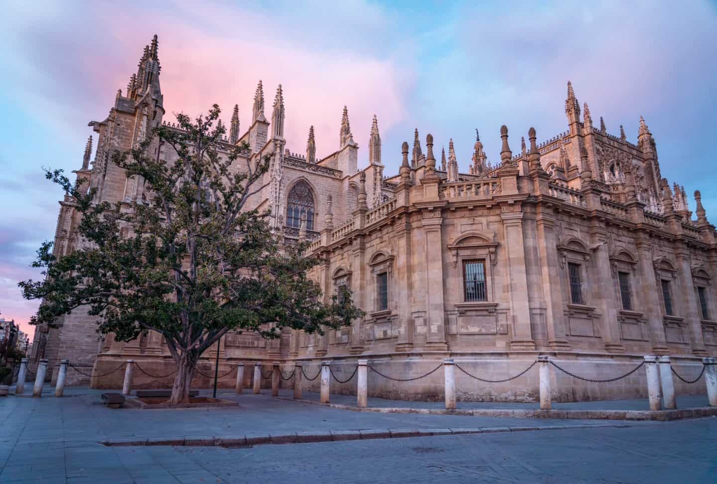 Catedral de Sevilla at sunset