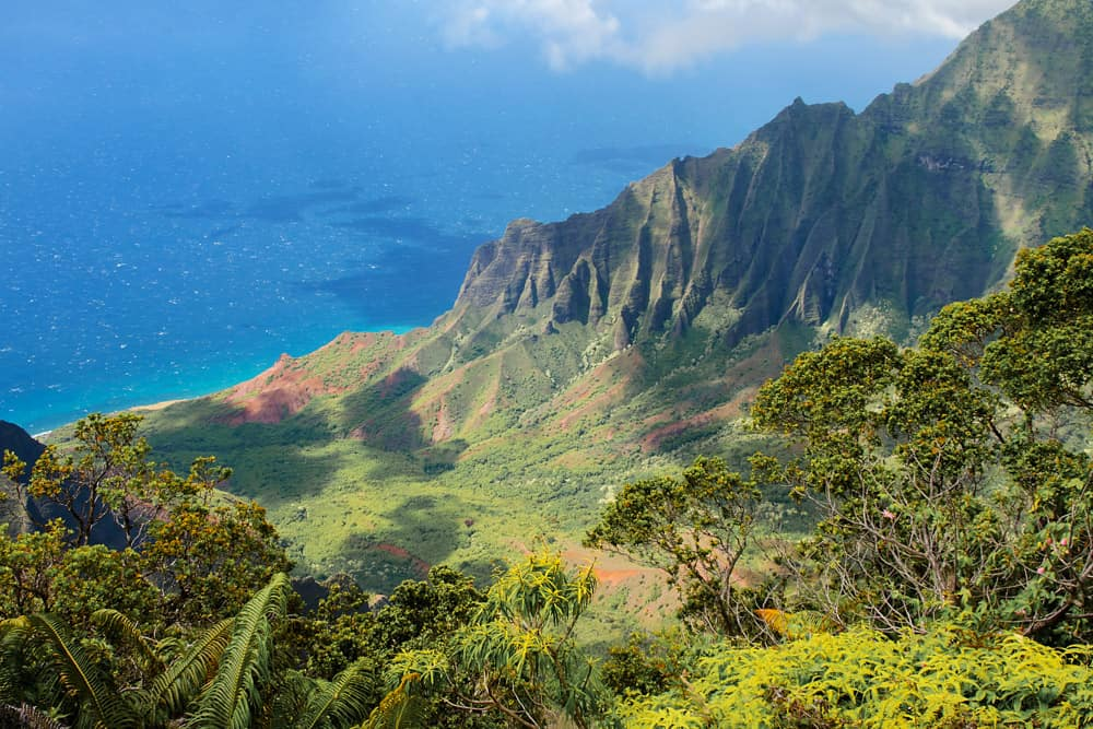 The Kalalau lookout over the Na Pali coast provides one of the best kauai photography locations