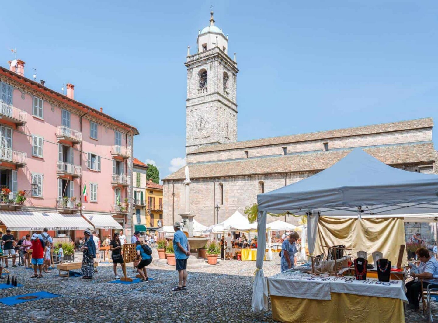 Piazza della Chiesa and Basilica of San Giacomo in the town centre of Bellagio Lake Como