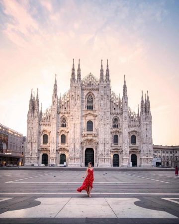 Sunrise at Duomo di Milano (Milan Cathedral).