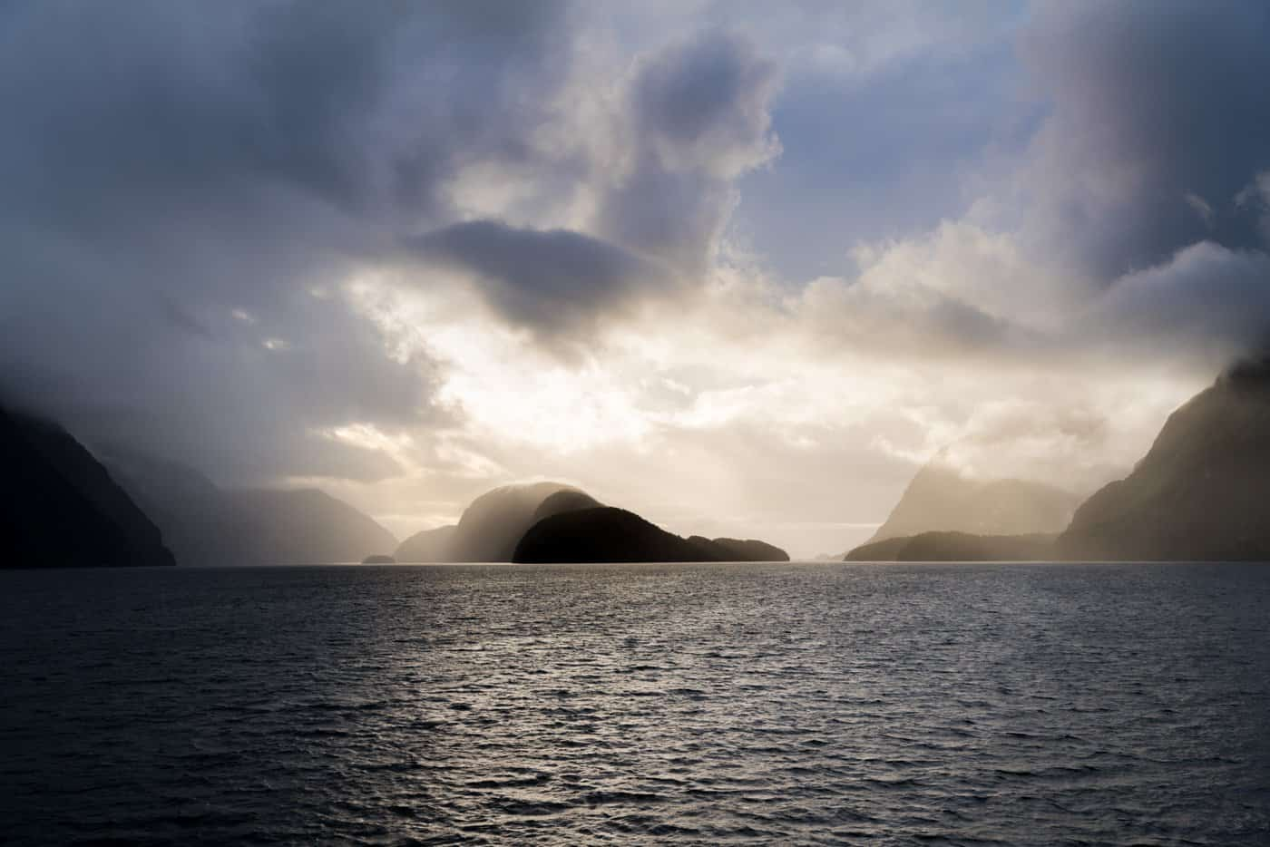 NZ Golden Hour landscape photography from the Doubtful Sound overnight cruise ship