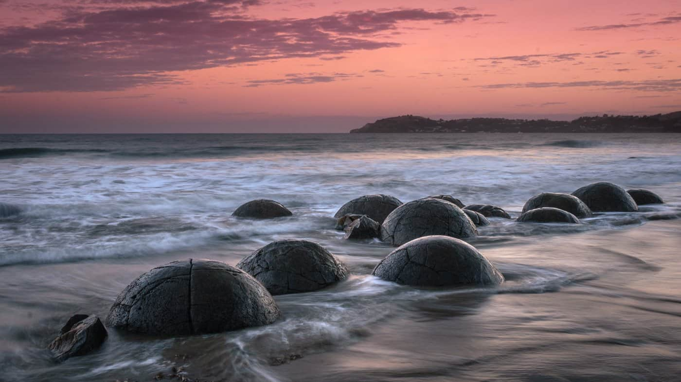 This is the only 7-day itinerary that includes a sunset visit to the incredible Moeraki boulders.