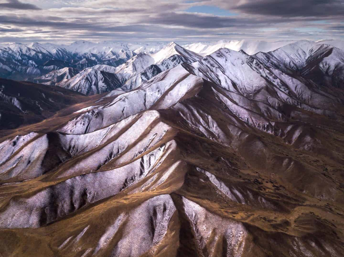 The mountain range of Lindis Pass is one of the most photogenic on New Zealand South Island.