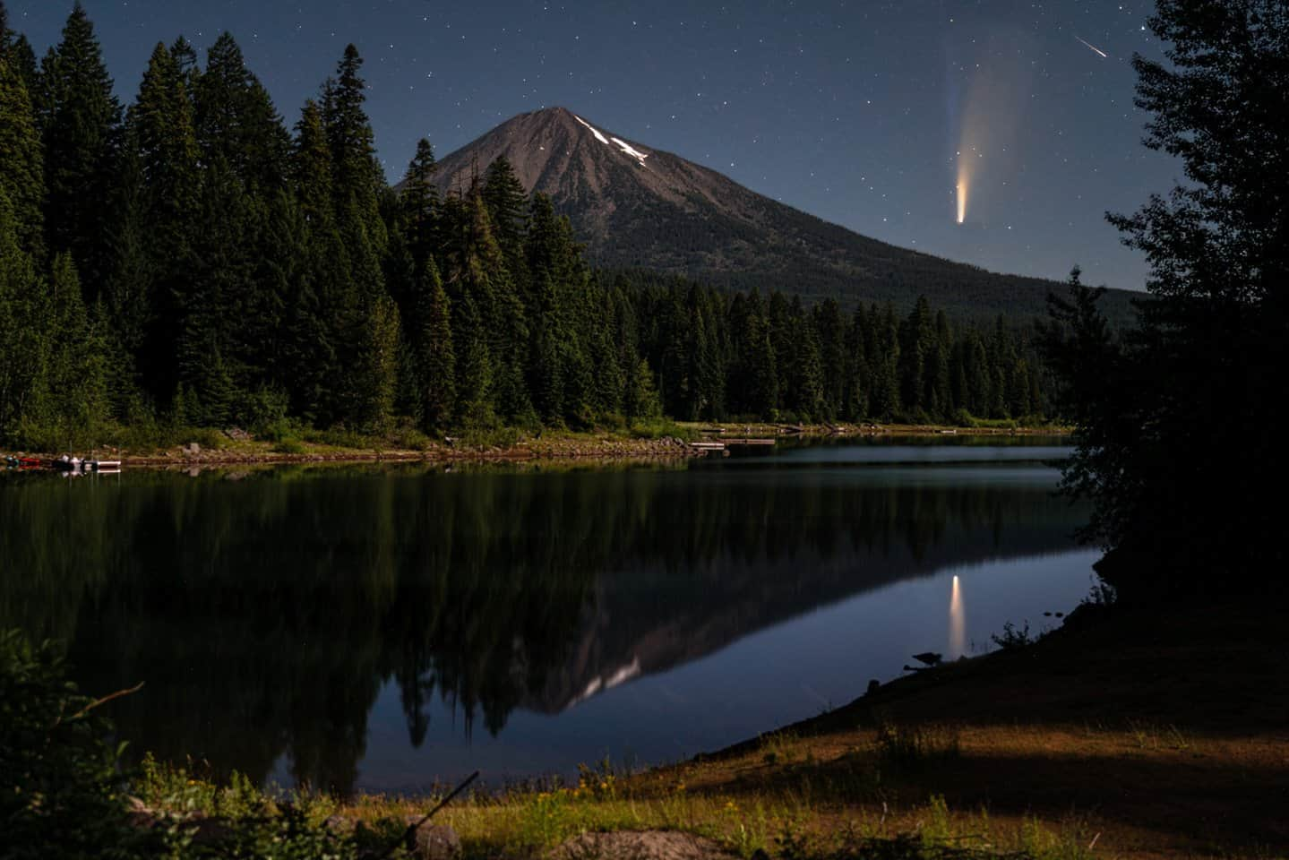 Photographing Neowise Comet as it rises near Mt Mcloughlin in Southern Oregon.