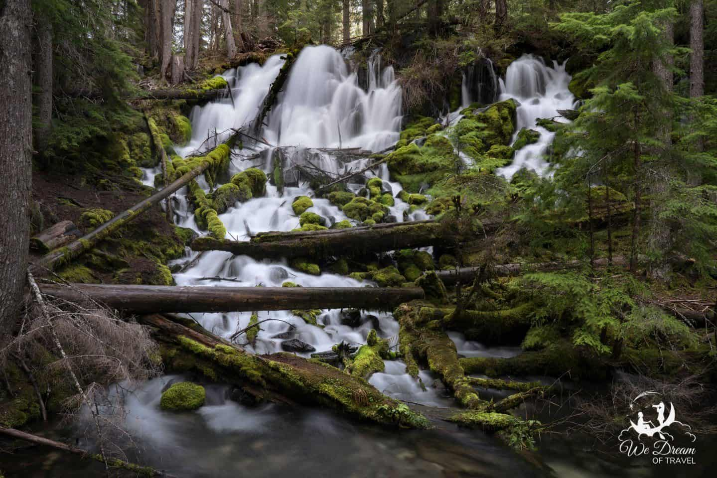 Umpqua Falls is a great place to visit in ORegon for waterfall chasers