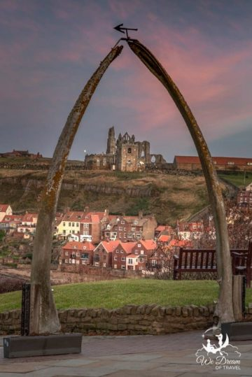 The 20ft whale bone arch in Whitby is an iconic landmark and must see in Whitby