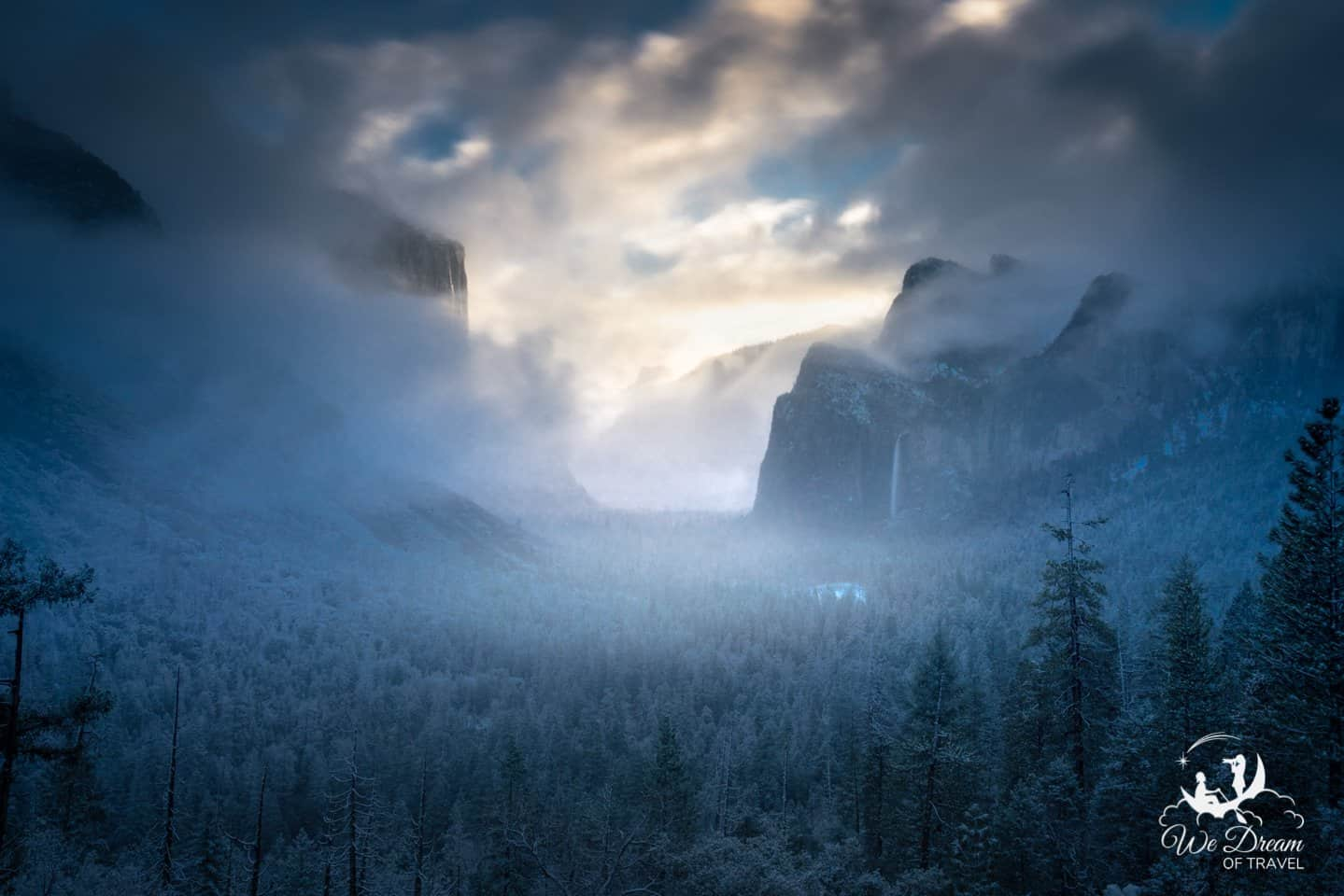 Moody winter sunrise photography from Yosemite's Tunnel View.