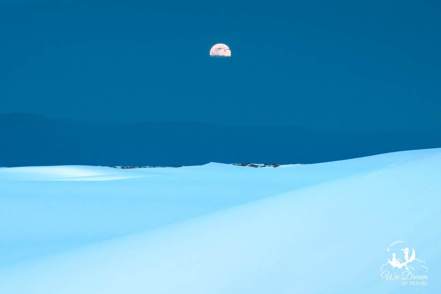 The April Supermoon rises over White Sand National Park.