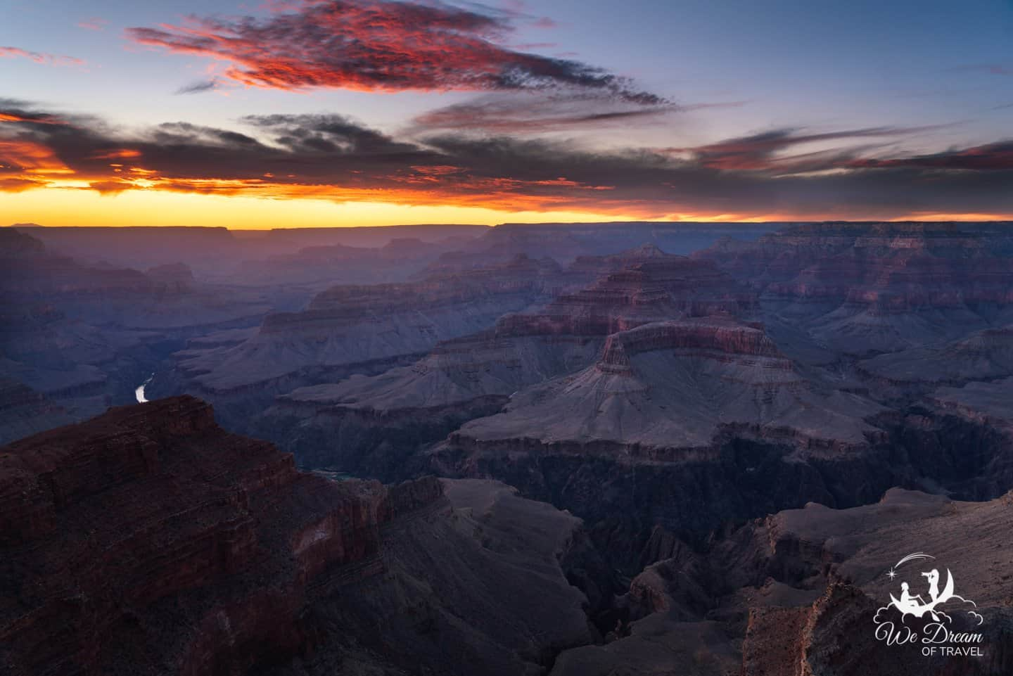 Ending a magical daytrip to the Grand Canyon with a colorful sunset.