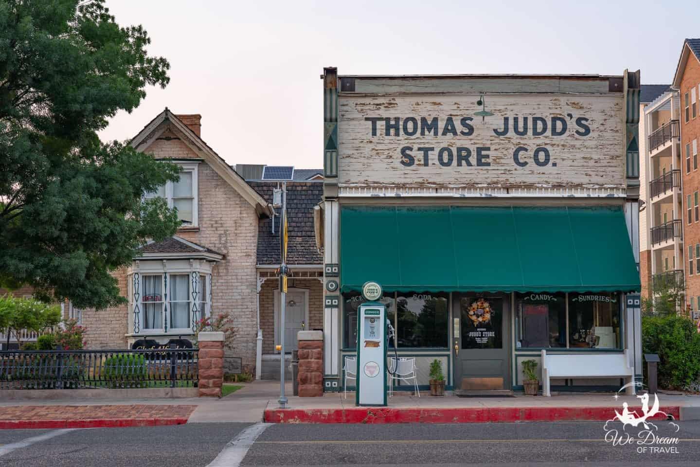 Chef Alfredo's Italian restaurant located next door to Thomas Judd's Store in St George Utah